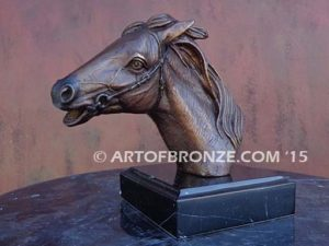 Magnificent Gift or trophy award sculpture bust of thoroughbred horse